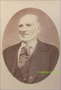 Portret de batran cu barba alba