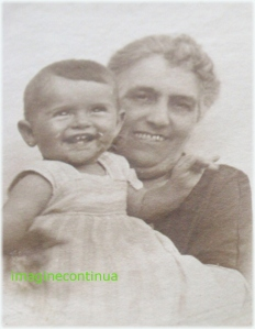 Zambet de bunica si de nepot