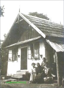 Casa de la tara in perioada interbelica