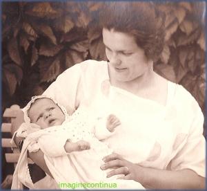 Mama si copil in iulie 1923