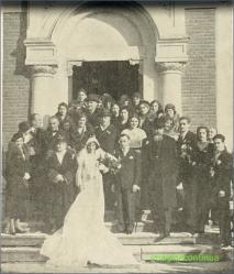 Nuntasi in fata bisericii Sf.Vasile cel mare din Bucuresti in noiembrie 1932