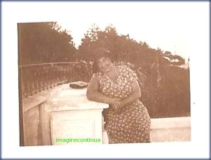 Doamna eleganta cu palarie, circa 1925-1926