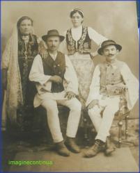 Grup de tarani din Albesti Arges in perioada interbelica, circa 1925