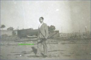 Tanar cu vasle pe malul Dunarii, la Braila in perioada interbelica
