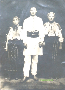 Tineri din Faraoani in costum popular, circa 1924-1925
