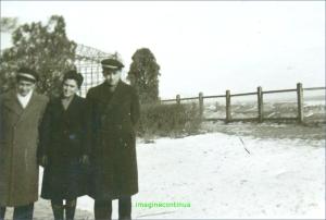 Elevi de liceu pe malul Dunarii, circa 1942