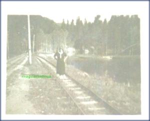 Intre sine de cale ferata, circa 1939