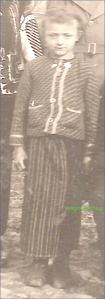 Fetita cu catrinta, circa 1938-1939