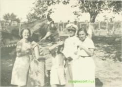 Ofiter cu familia la tara in perioada interbelica, circa 1939.