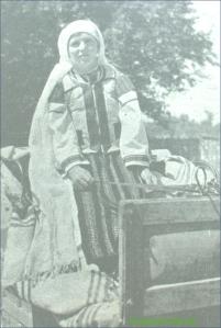 Taranca din Gorj in costum popular
