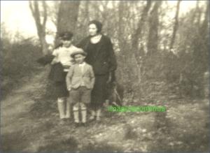 In padure, pe malul Dunarii, circa 1930