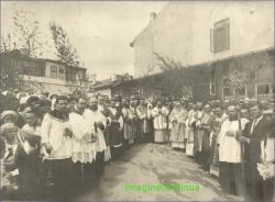 In curtea bisericii SF.Nicolae din Bacau, mai 1935.