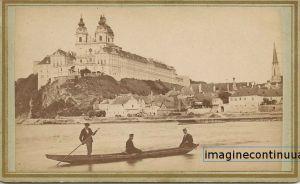 Abatia Melk vazuta de pe Dunare